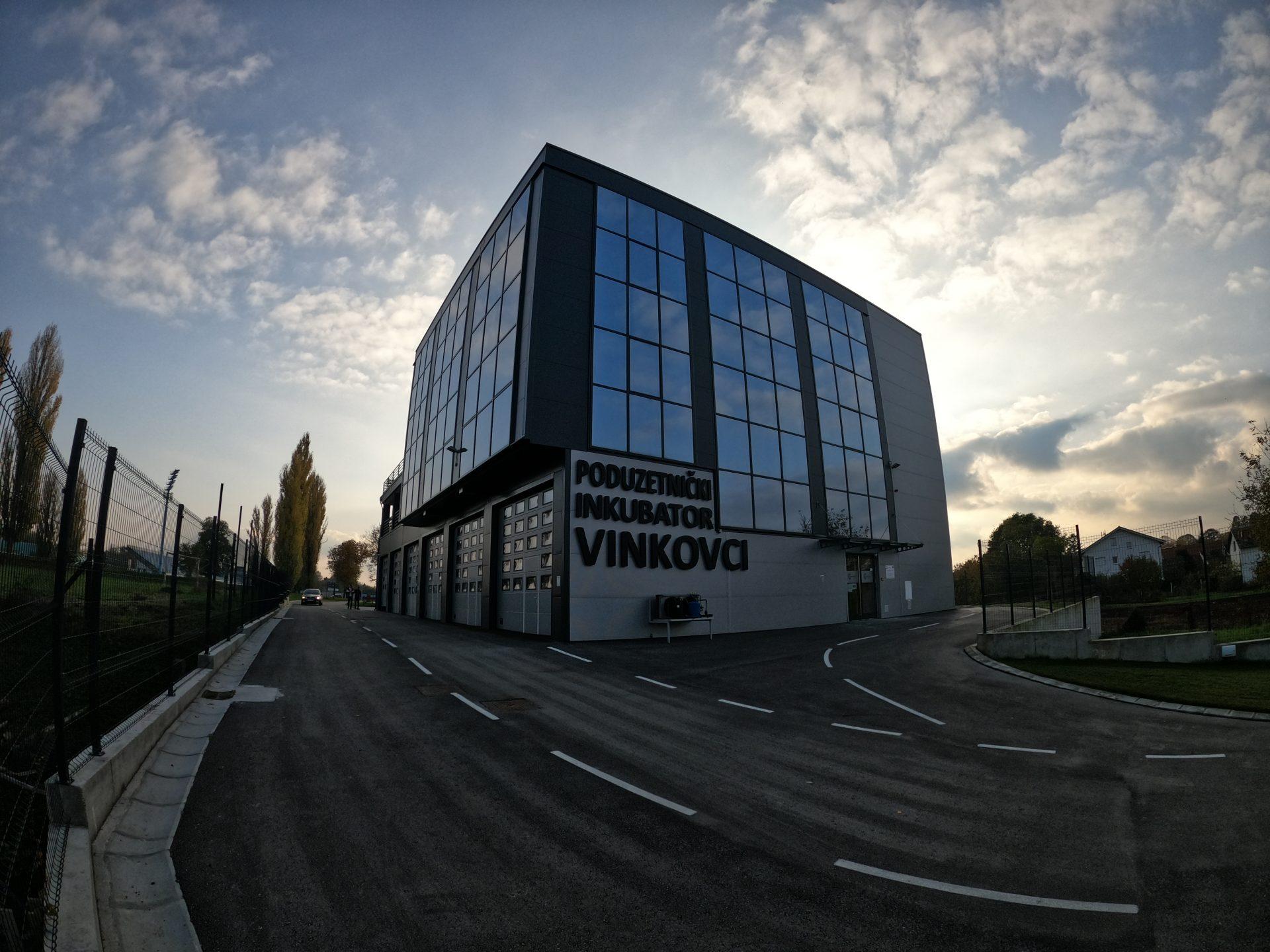 Grad Vinkovci objavio je novi Javni poziv za dodjelu potpora iz programa poticanja poduzetništva – mjera 6 – Poduzetnički inkubator